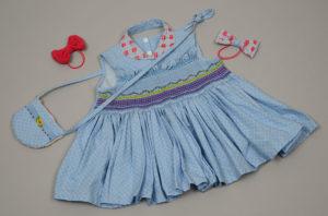 スモッキングを取り入れた子供服と小物 夏の野原 スモッキングをそえて