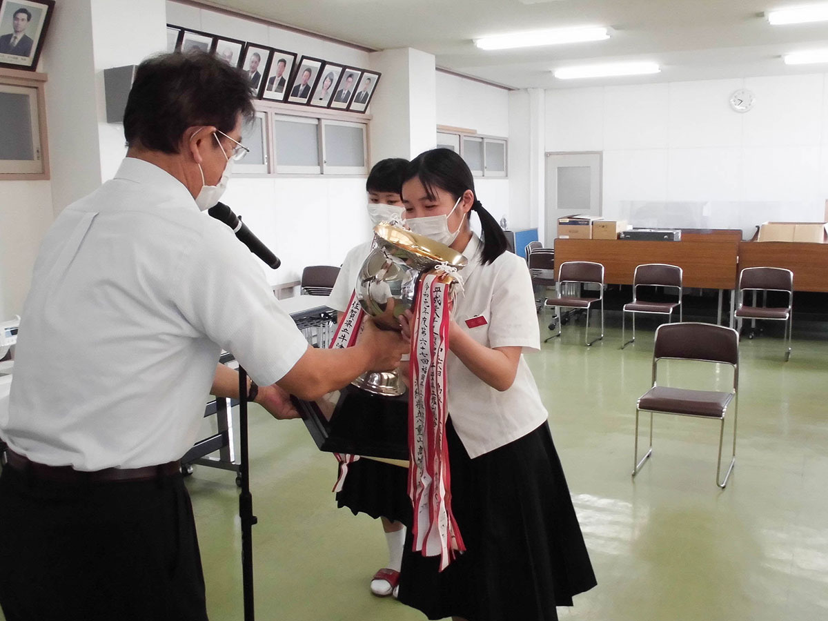 各校にて表彰式